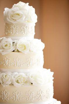 Gorgeous wedding cake! Very classic. Photo by Ashley B. #BestWeddingCakesMinnesota