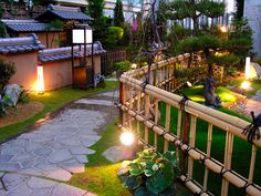 Wish I could have something like this in my garden...  Love the bamboo fence!