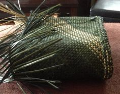 Time for a break – Weaving Is Pretty Awesome Flax Weaving, Basket Weaving, Maori Designs, Maori Art, Weaving Patterns, Weaving Techniques, Pretty Cool, Cousins, Green