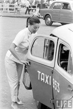Saigon 1961 - Le Loi Avenue