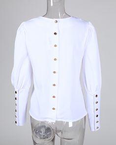 Blusa casual con detalle de botones de metal sólido Online. Discover hottest trend fashion at chicme.com Trend Fashion, Fashion Pants, Look Fashion, Fashion Outfits, Modest Fashion Hijab, Sleeves Designs For Dresses, Clothing Hacks, Women's Clothing, Blouse Online