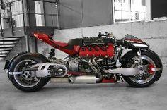 """Ludovic Lazareth erinnert sich noch gut an sein erstes selbstgebautes Motorrad: """"Es war weder besonders hübsch noch ließ es sich richtig fahren. Aber es hatte diesen wunderschönen 5,9-Liter V8-Motor …"""