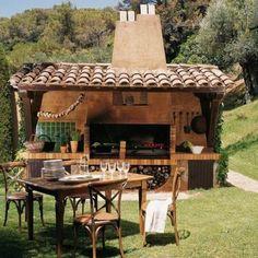 Agradável cozinha ao ar livre no jardim, com tudo o que você precisa para cozinhar e assar. Fotografia: Hillbilly Shack.
