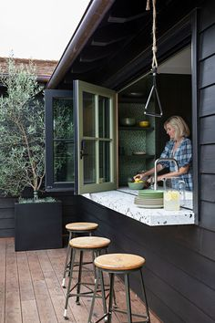 Small Bungalow, Bungalow Ideas, Bungalow Renovation, Indoor Outdoor Living, Outdoor Dining, Wood Beams, Bungalows, Küchen Design, Sweet Home