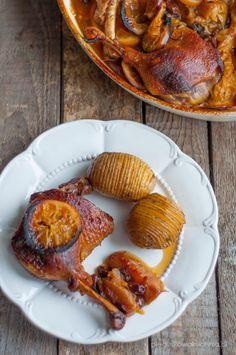 Kaczka w pomarańczach z imbirem to propozycja na wykwintny, odświętny obiad. Bardzo lubię mięso kacze w towarzystwie słodkich owoców i miodu. W moim rodzinnym domu często jadało się mięso na…