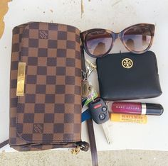 Womens Fashion Louis Vuitton Handbags 2019 New LV Handbags Outlet Deals Sale Lowest Price From Here. Lv Handbags, Handbags Online, Louis Vuitton Handbags, Vuitton Bag, Louis Vuitton Crossbody Bag, Designer Handbags, Leather Handbags, Carolina Panthers, My Bags