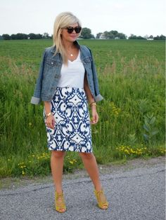 Suburban Faux-Pas: Country Bumpkin wearing an Flanigan Flanigan Taylor skirt. I have a skirt in similiar colors-need the shoes Estilo Jeans, Pencil Skirt Outfits, Summer Outfits Women, Look Chic, Printed Skirts, Spring Summer Fashion, Style Me, Ann Taylor, Cute Outfits