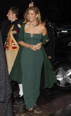 Gorgeous in green as she arrives for the performance of the Dutch Royal Concert Orchestra at the Berlin Philharmonic on April 13, 2011