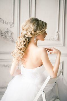 Wedding Hairstyle with long plaid curls & chandelier earrings