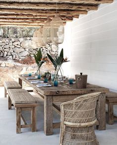 what a gorgeous display of natural finishes in the outdoor dining area, home of , Caroline Legrand, in Ibiza. Outdoor Areas, Outdoor Rooms, Outdoor Tables, Outdoor Furniture Sets, Outdoor Decor, Outdoor Eating Areas, Rustic Outdoor Dining Chairs, Outside Furniture Patio, Outdoor Living Spaces