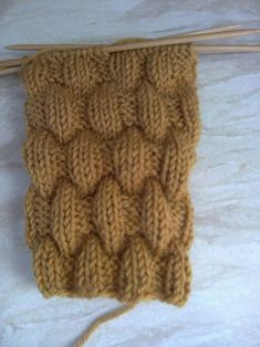 Varren malli:3n,3o.5krs. oikein 5krs. 3o,3n,5krs. Baby Knitting Patterns, Knitting Stitches, Knitting Socks, Free Knitting, Stitch Patterns, Crochet Patterns, Diy Crafts Knitting, Diy Crafts Crochet, Herringbone Stitch Tutorial