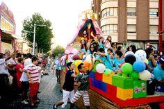 Carroza participante en la cabalgata de cierre de las fiestas de La Roda. Rebeca Serna