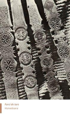Folkwear-Society-History-furci-de-tors-Hunedoara Wood Carving Designs, Wearable Art, Fiber Art, Geometry, Ethnic, Anna, Woodworking, Costumes, History
