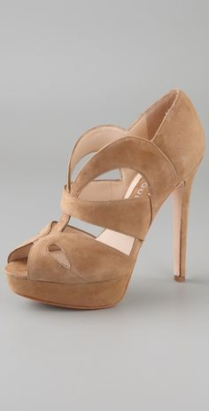 I would love to have a nude heel like this
