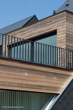 Reynaers und in RAL 7021 matt mit Renson In - Terrasse Jardin avec toiture Balcony Railing Design, Deck Railings, Stair Railing, Diy Pergola, Pergola Plans, Pergola Kits, Pergola Ideas, Balustrade Balcon, Balustrades