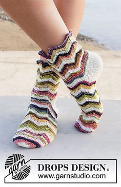 Serpentines / DROPS - Kostenlose Strickanleitungen von DROPS Design Best Picture For knitting patterns blankets For Your Taste You are looking for something, and it is going to tell you exactly Knitting Patterns Free, Free Knitting, Knitting Socks, Free Pattern, Crochet Patterns, Drops Design, Crochet Diagram, Free Crochet, Knit Crochet