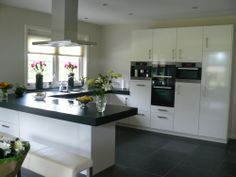 Modern kitchen, this gives me such a homy feeling. Love it