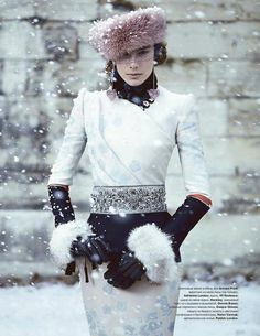❥ snowy winter fashion loving the hat!
