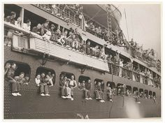 Troopships depart Sydney by State Library of New South Wales collection, via Flickr