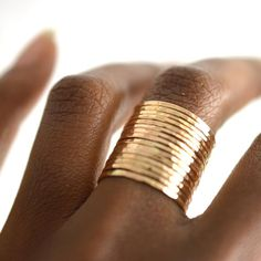 Bague en or martelé, bague maigre d& par AquarianThoughts , Or Martelé, Jewelry Rings, Fine Jewelry, Jewellery Box, Body Jewelry, Diamond Jewelry, Diamond Earrings, Ringe Gold, Do It Yourself Jewelry