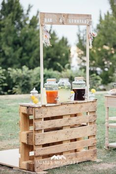 rustic wooden pallet wedding drink bar / http://www.himisspuff.com/rustic-wood-pallet-wedding-ideas/8/