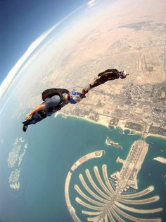 Jeff Provenzano>GoPro  Skydive Dubai. Tracking over the palm.