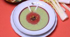 Receta de sopa fría de pepino y sandía, Karlos Arguiñano prepara un primer plato muy refrescante para combatir el calor, mantenernos hidratados y correctamente nutridos.