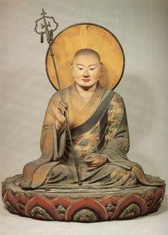 【奈良・東大寺/僧形八幡神坐像(1201年)】檜材、彩色。非常に写実的で地蔵菩薩を思わせる像。内刳りされており、体内から長文の墨書銘が発見された。錫杖、光背、台座は当初のもの。頭の中に重源上人ゆかりの五輪塔が収められている。 pic.twitter.com/kNhx5boUwY