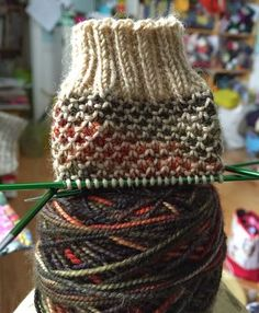 Broken Seed Stitch - sock knitting Pattern with two colors
