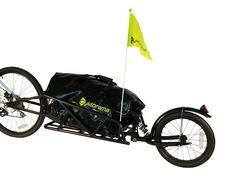Cyklorama® ZIFLEX - Enhjulig cykelvagn   Pris: 1 990:- Enhjulig mycket smidig cykelvagn med hög lastkapacitet. Passar alla cyklar upp till 29-tum, såväl standardcykel som mountainbike. Den bakre stötdämparen gör att denna vagn även fungerar bra i tuffare terräng.  Tack vare en helt nyutvecklad ramkonstruktion i aluminium har vi lyckats reducera vikten till 6,1 kg! Ramen i triangelgeometri gör vagnen mycket stabil och kan ta laster upp till 45 kg. Den medföljande packbagen rymmer 100 liter…