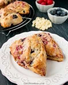 Learn how to make the best scones of your life! These scones have a dark-golden and crunchy outer crust. They are tender, moist and buttery on the inside. Plus you can easily adapt this recipe with your favorite add-ins. Brunch Recipes, Breakfast Recipes, Dessert Recipes, Best Scone Recipe, How To Make Scones, Savory Scones, Baking Recipes, Scone Recipes, Food And Drink