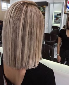 This has to be the prettiest bob, cut and color I've ever seen! So gorgeous!
