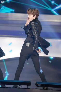 Sungjong<<<dat ass