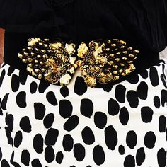 Post details! Don't you love this #belt? blondieanchors.com #fashionblog #fashionista #vintage #dots #polka #instalook #instafashion #bloggerbilbao #bilbao #style