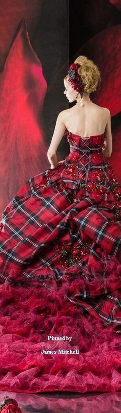 Beautiful Scottish Tartan evening dress by Stella de Libero Mode Tartan, Tartan Plaid, Beautiful Gowns, Beautiful Outfits, Cool Outfits, Tartan Christmas, Christmas Wedding, Tartan Fashion, Beauty And Fashion