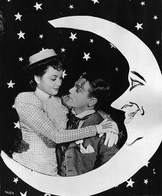 "Olivia de Havilland and James Cagney ""The Strawberry Blonde"" 1941 Vintage Hollywood, Classic Hollywood, Divas, James Francis, Merle Oberon, Nostalgia, Babydoll, James Cagney, Olivia De Havilland"