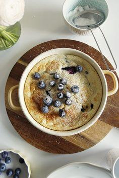 dutch baby - pieczony naleśnik z owocami - mrspolkadot