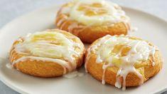 Lemon Cream Cheese Danish (uses tube crescent rolls) Pastry Recipes, Cheese Recipes, Dessert Recipes, Brunch Recipes, Kraft Recipes, Dinner Recipes, Trifle Desserts, Pillsbury Crescent Recipes, Crescent Roll Recipes