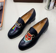Guccl New Female Models Male Models 18059955283 Gucci Shoes, Men's Shoes, New Woman, New Product, Cartier, Female Models, Latest Fashion, Chloe, Loafers