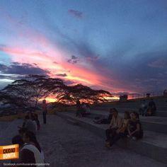 No hay mejor plan que sentarse a esperar el atardecer desde El Santísimo en Bucaramanga. Gracias @Arlexvillamizar por la foto #atardecerBUC