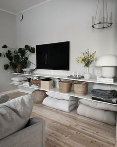93 apartment livingroom decoration tips ideas to copy 2020 19 Home Living Room, Apartment Living, Interior Design Living Room, Living Room Designs, Living Room Decor, Living Spaces, Muebles Rack Tv, Living Room Inspiration, Decoration