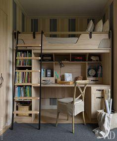 Комната старшего сына. Вся мебель сделана на заказ по индивидуальным размерам. Лестница сделана на заказ, Make Loft. Стул Le home interiors. Обои Rasch.