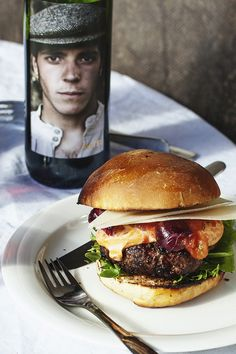 home burger Home Burger, Wine Recipes, Burgers, Nom Nom, Eat, Cooking, Ethnic Recipes, Food, Wine