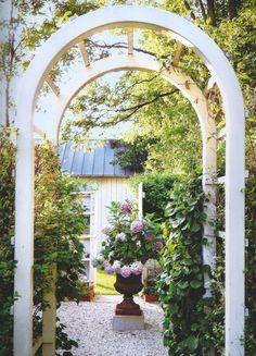 nice garden entrance arbor...Gil Schafer Home