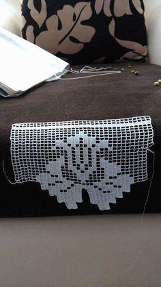 This Pin was discovered by Neş Crochet Dollies, Crochet Lace, Diy Crafts Crochet, Crochet Projects, Doily Patterns, Crochet Patterns, Crochet Boarders, Spiral Crochet, Crochet Gloves Pattern