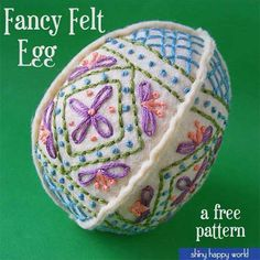 Make this cute hand embroidered Easter egg using felt and embroidery thread. Download the Free Design Embroidering Texture & Dimension by Hand Get creative