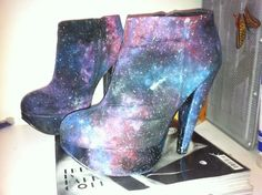 LITTLE HORRORS - DIY Galaxy SHOES I've seen images of Galaxy print...