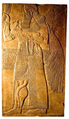 Este genio alado o apkallu era uno de los guardianes de las estancias privadas del rey Assurnasirpal II en Nimrud. Su función era proteger al monarca  asirio contra los demonios. Siglo IX a.C. Museo Británico, Londres.