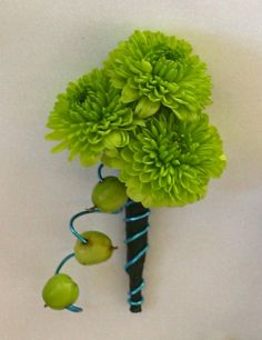 Groom's green wedding boutonniere.. but with navy wire