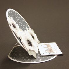 Marjoleine's blog: Stap-voor-stap beschrijving van een easel kaart Card Making Templates, Card Making Tips, Card Making Techniques, Fun Fold Cards, Folded Cards, Diy And Crafts, Paper Crafts, Step Cards, Easel Cards